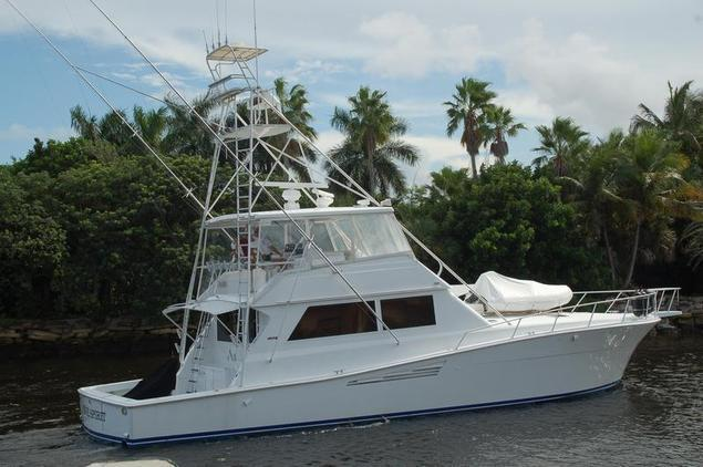 Viking - Yachts 57 Convertible with Tower