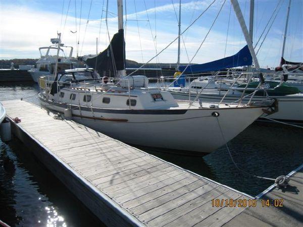 Pacific Seacraft Crealock 34, Waukegan