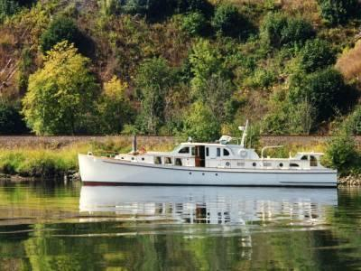 Classic 65 Bridgedeck Cruiser, Portland, USA - Shown by Appointment