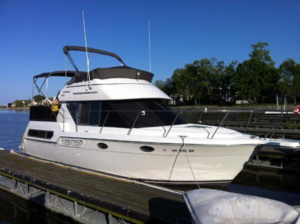 Carver 325 aft cabin motor yacht brick7 boats for Carver aft cabin motor yacht