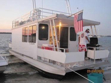 Catamaran Cruisers Vagabond 35x10 w/115 Evinrude, Pensacola