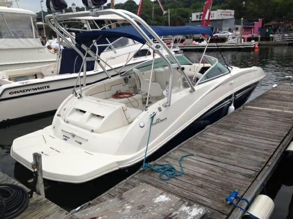 Sea Ray 260 Sundeck/ W Trailer, Northport