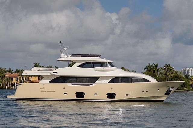 Ferretti Navetta 26 Crescendo, Palm Beach Int'l Boat Show