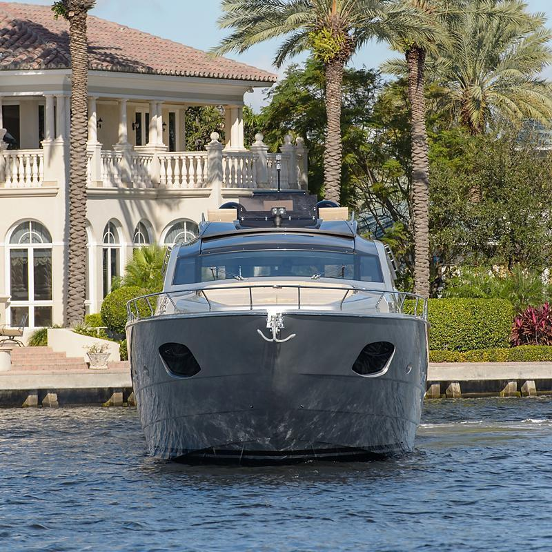 Pershing 82, Palm Beach Int'l Boat Show