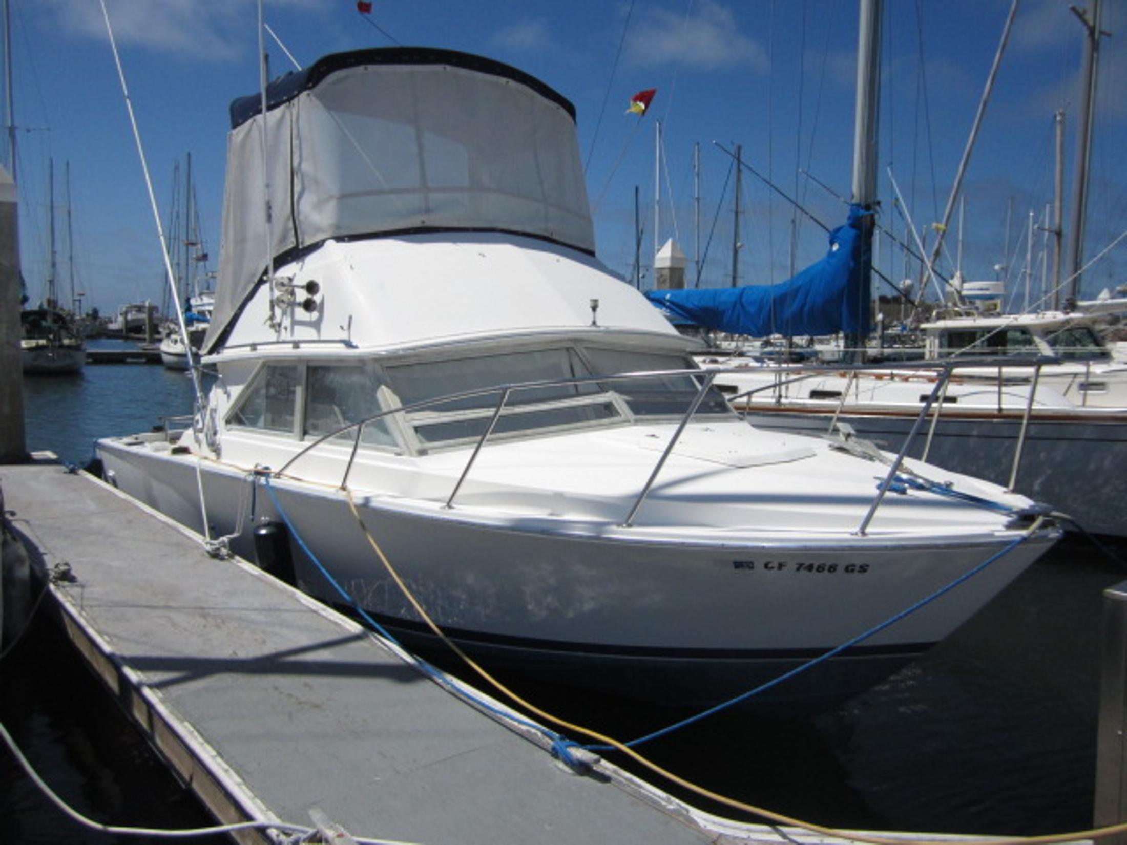 Bertram fly bridge sport fish brick7 boats for Deep sea fishing half moon bay