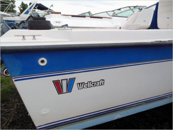 1990 Wellcraft 230 Coastal