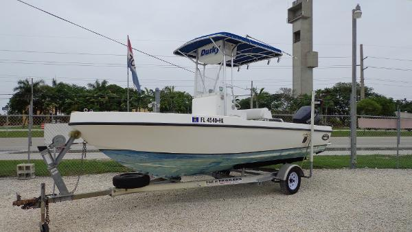 1996 DUSKY 19 CENTER CONSOLE