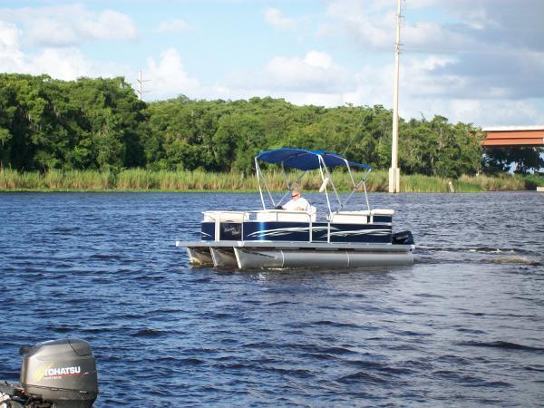 2014 Pleasure Island 19 Cruise Sundeck Tri-Toon