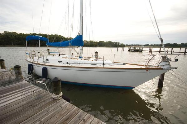 1982 Tartan 37 sloop