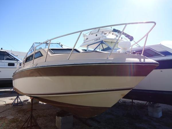 1984 Wellcraft 230 Aft Cabin