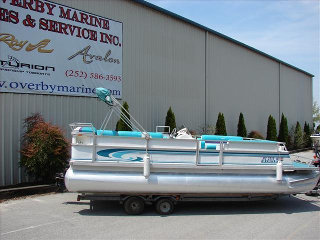 Crest Pontoon - Brick7 Boats