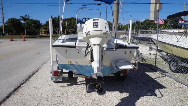 1997 Dusky 17 CENTER CONSOLE