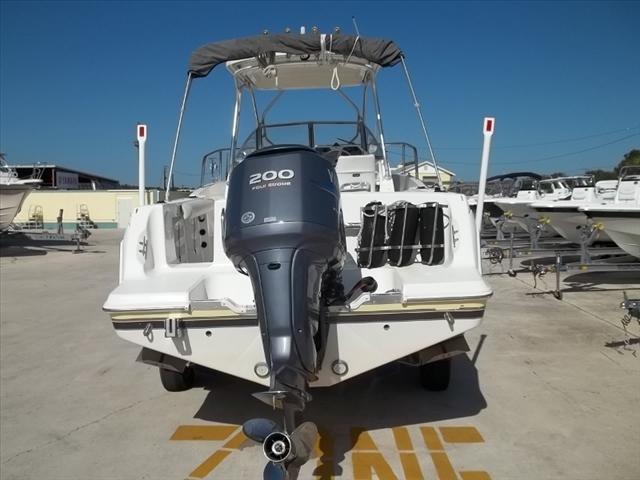 2001 Aquasport Explorer 225