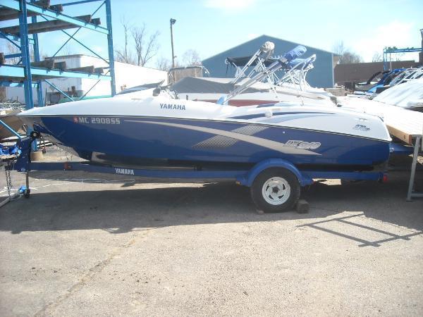 2003 Yamaha Sport Boat 210 LX