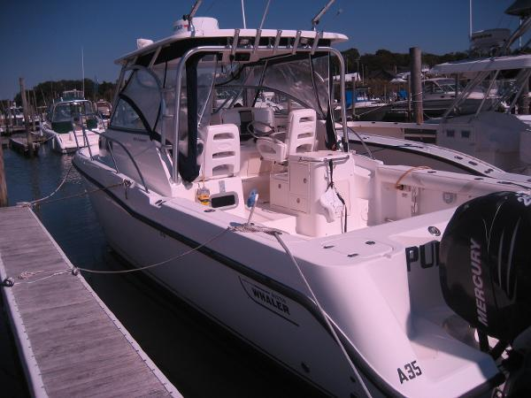 2005 Boston Whaler 2005 305 Conquest