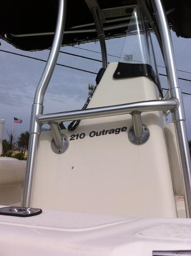 2005 Boston Whaler 210 Outrage