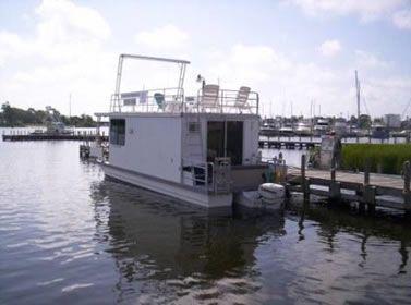 2007 Catamaran Cruisers Vagabond 35x10 w/115 Evinrude
