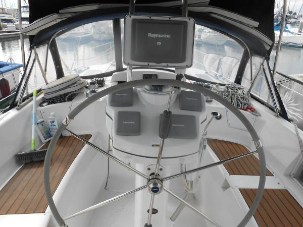 2009 Hunter Center Cockpit