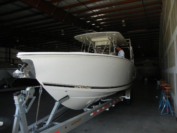 2010 Jupiter 34 FS Center Console