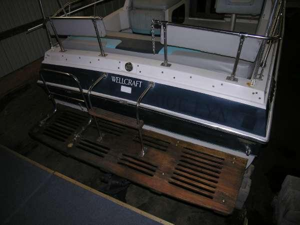 1985 Wellcraft 230 Aft Cabin